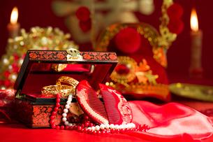 Traditional Chinese wedding elementsの写真素材 [FYI02706593]