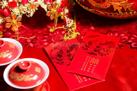 Traditional Chinese wedding elementsの写真素材 [FYI02706600]
