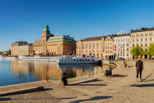 Sweden, Stockholm, Nybroviken, Old town with harborの写真素材 [FYI02706623]