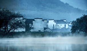 Hong village in Anhui province,Chinaの写真素材 [FYI02706637]