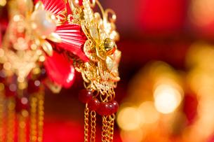 Traditional Chinese wedding elementsの写真素材 [FYI02706665]