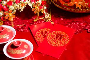Traditional Chinese wedding elementsの写真素材 [FYI02706704]