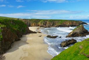 Rocky coastline in Shetland, Scotlandの写真素材 [FYI02706753]