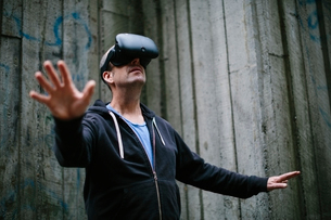 A middle aged man wearing a virtual reality headset.の写真素材 [FYI02706895]