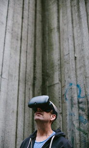 A middle aged man wearing a virtual reality headset.の写真素材 [FYI02706897]
