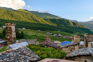 Buildings in Ushguli, a community of four villages located at the head of the Enguri gorge in Svanetの写真素材 [FYI02706943]
