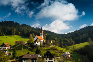 View of the village, St. Roman, near Wolfach, Ortenauの写真素材 [FYI02706992]