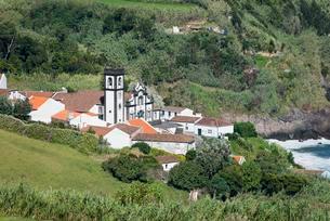 View of the village, Porto Formoso, Sao Miguel, Azoresの写真素材 [FYI02707017]
