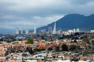View of skyscrapers, city centre, Bogota, Colombia, Southの写真素材 [FYI02707019]