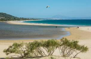 Sandy beach with hang glider at Bay of Valdevaquerosの写真素材 [FYI02707035]