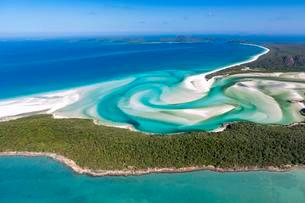 Whitehaven Beach and Hill Inlet river meanders, Whitsundayの写真素材 [FYI02707040]