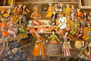 Fresco, banquet with dancing girls, Shah Abbas II receivesのイラスト素材 [FYI02707055]