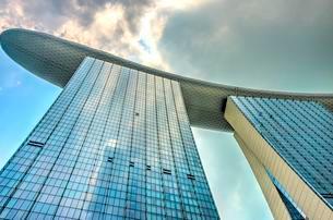 Futuristic Marina Bay Sands Hotel by architect Mosheの写真素材 [FYI02707062]