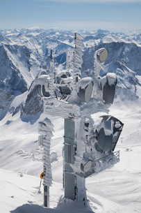 Transmission tower against the Alps, Zugspitze, Upperの写真素材 [FYI02707090]