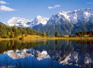Luttensee Lake in front of the Karwendel Range, nearの写真素材 [FYI02707113]