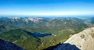 View of Eibsee Lake and Ammergau Alps from Zugspitzeの写真素材 [FYI02707129]