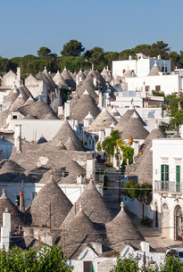 Overlooking the conical roofs of the Trulli, Rione Montiの写真素材 [FYI02707157]