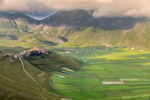 Castelluccio di Norcia, mountain village, Piano Grandeの写真素材 [FYI02707159]