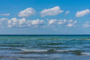 Waves on coast, Baltic Sea, Bad Boltenhagenの写真素材 [FYI02707171]