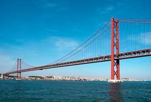 Bridge of April 25, Ponte 25 de Abril over the river Tagusの写真素材 [FYI02707232]