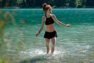 Teenager, Lake Plansee, Ammergau Alps, Tyrol, Austriaの写真素材 [FYI02707263]