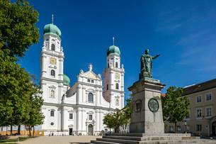 Monument to King Maximilian Joseph I of Bavaria, westの写真素材 [FYI02707273]