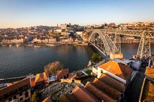 Historic centre and Bridge, Arch Bridge Ponte Dom Luisの写真素材 [FYI02707274]