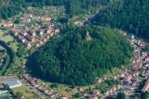 Scharfenburg ruins, hilltop castle above the city, Ruhlaの写真素材 [FYI02707277]