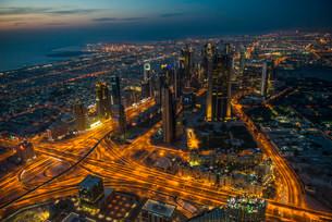 View from Burj Khalifa at night, Dubai, Emirate of Dubaiの写真素材 [FYI02707281]
