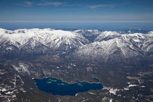 View from the Zugspitze onto lake Eibsee and the Ammergauの写真素材 [FYI02707298]