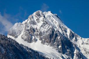 Waxenstein mountain, from Mittenwald, Wettersteinの写真素材 [FYI02707303]