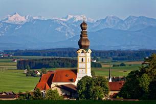 Parish church of the Assumption, the Berchtesgaden Alpsの写真素材 [FYI02707329]
