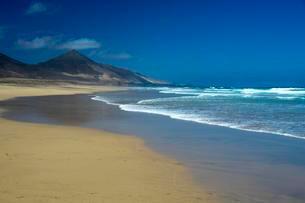 Sandy beach, Playa de Cofete, Fuerteventura, Canaryの写真素材 [FYI02707358]