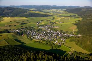 Aerial view, Bodefeld, Schmallenberg, Sauerland, Northの写真素材 [FYI02707408]