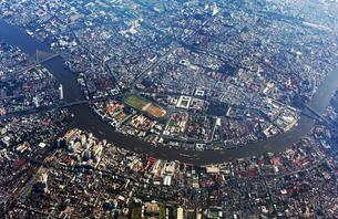 Aerial view of city centre, historic centre and Chao Phrayaの写真素材 [FYI02707416]