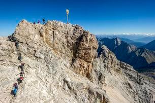Tourists, summit cross on the Zugspitze, view to Tyrolの写真素材 [FYI02707422]