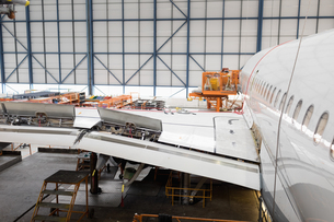 Aircraft at airlines maintenance facilityの写真素材 [FYI02707438]