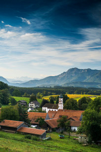 View of the village of Aidling, Upper Bavaria, Bavariaの写真素材 [FYI02707491]