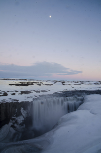 Sunset in Dettifoss,Icelandの写真素材 [FYI02707593]