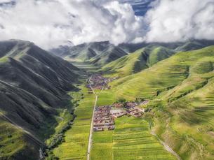 aerial photography of Xia he xian,Chinaの写真素材 [FYI02707692]