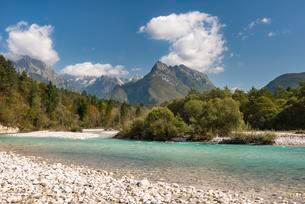 Soca river course with Svinjak mountain, Soca valleyの写真素材 [FYI02708364]