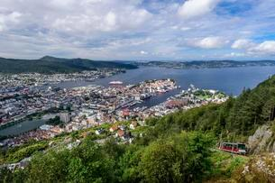 View from the local mountain Floifjellet on Bergen, on theの写真素材 [FYI02708368]