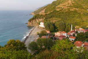 Village of Akbayir, Kure Mountains, Black Sea, near Cideの写真素材 [FYI02708425]