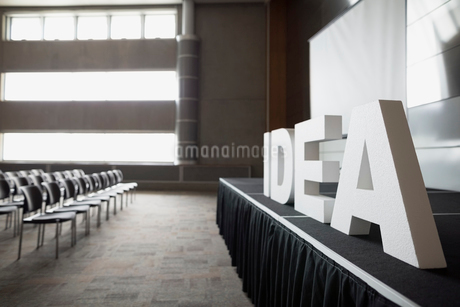 Empty auditorium with Idea letters on stageの写真素材 [FYI02708495]