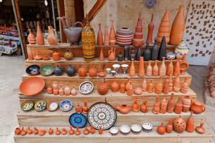 Wares of a pottery, Avanos, Nevsehir Province, Cappadociaの写真素材 [FYI02708740]