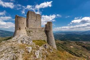Rocca Calascio, Gran Sasso National Park, Abruzzo, Italyの写真素材 [FYI02708746]