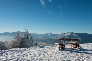 Snow-covered bench in front of Alpine panorama, rear leftの写真素材 [FYI02708747]