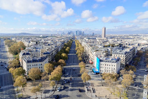 Views of La Defense and the Avenue des Champs-Elysees, theの写真素材 [FYI02708767]
