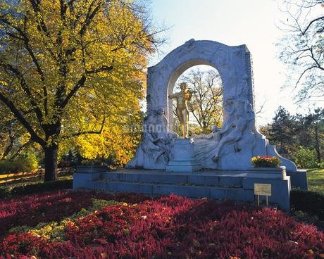市立公園のヨハンシュトラウス2世像の写真素材 [FYI02708779]