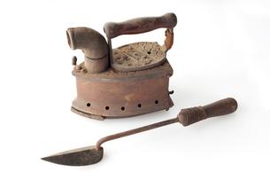 明治時代の炭火アイロンとコテの写真素材 [FYI02708794]